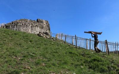 Site de la forteresse des ruines de Crozant : une pose à la médiévale