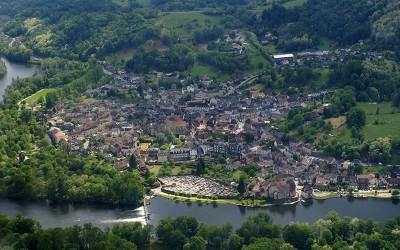 Pose des mobiliers aux Aubarèdes à Beaulieu sur Dordogne